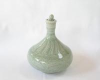青瓷刻花文一輪瓶