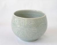 青白瓷刻芙蓉文茶碗