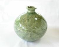 青瓷刻芙蓉文花瓶